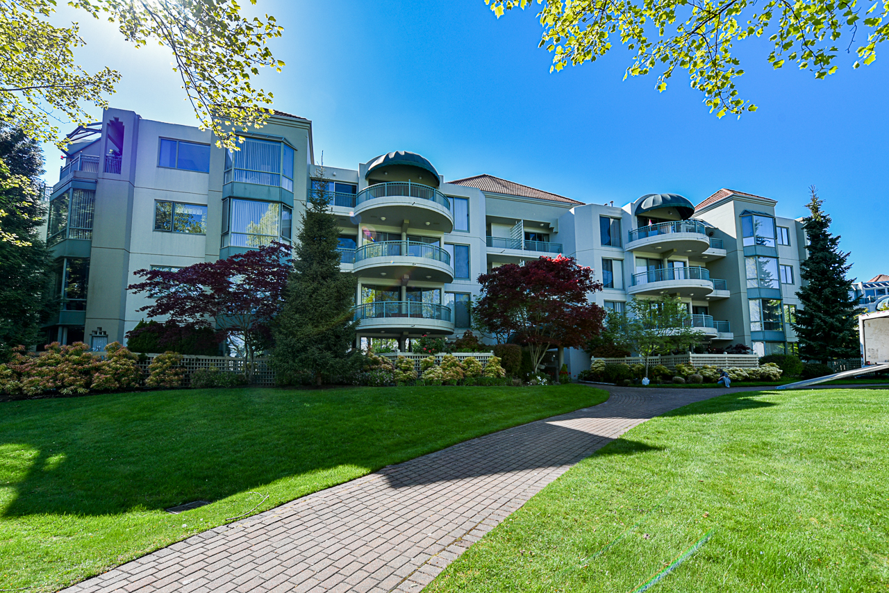 Just Listed in Southwynd. 203 1705 Martin Drive South Surrey BC
